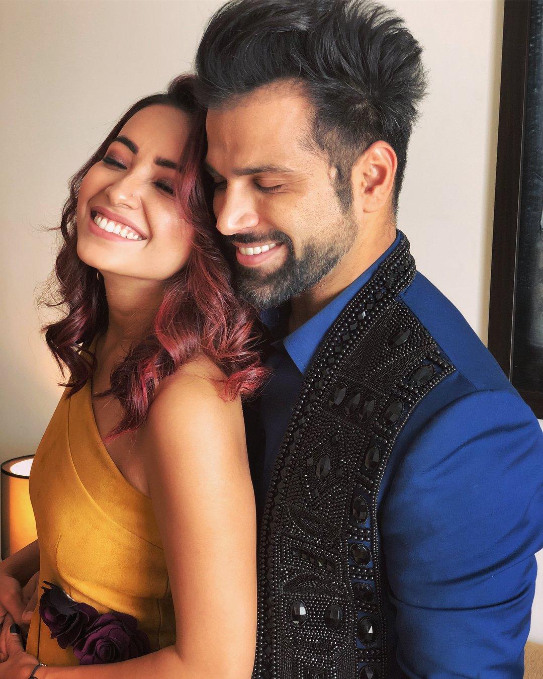 asha negi and ritvik dhanjani break up