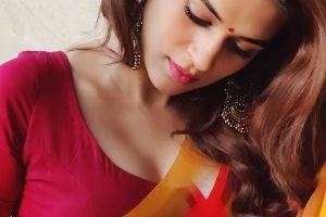 shraddha das red saree