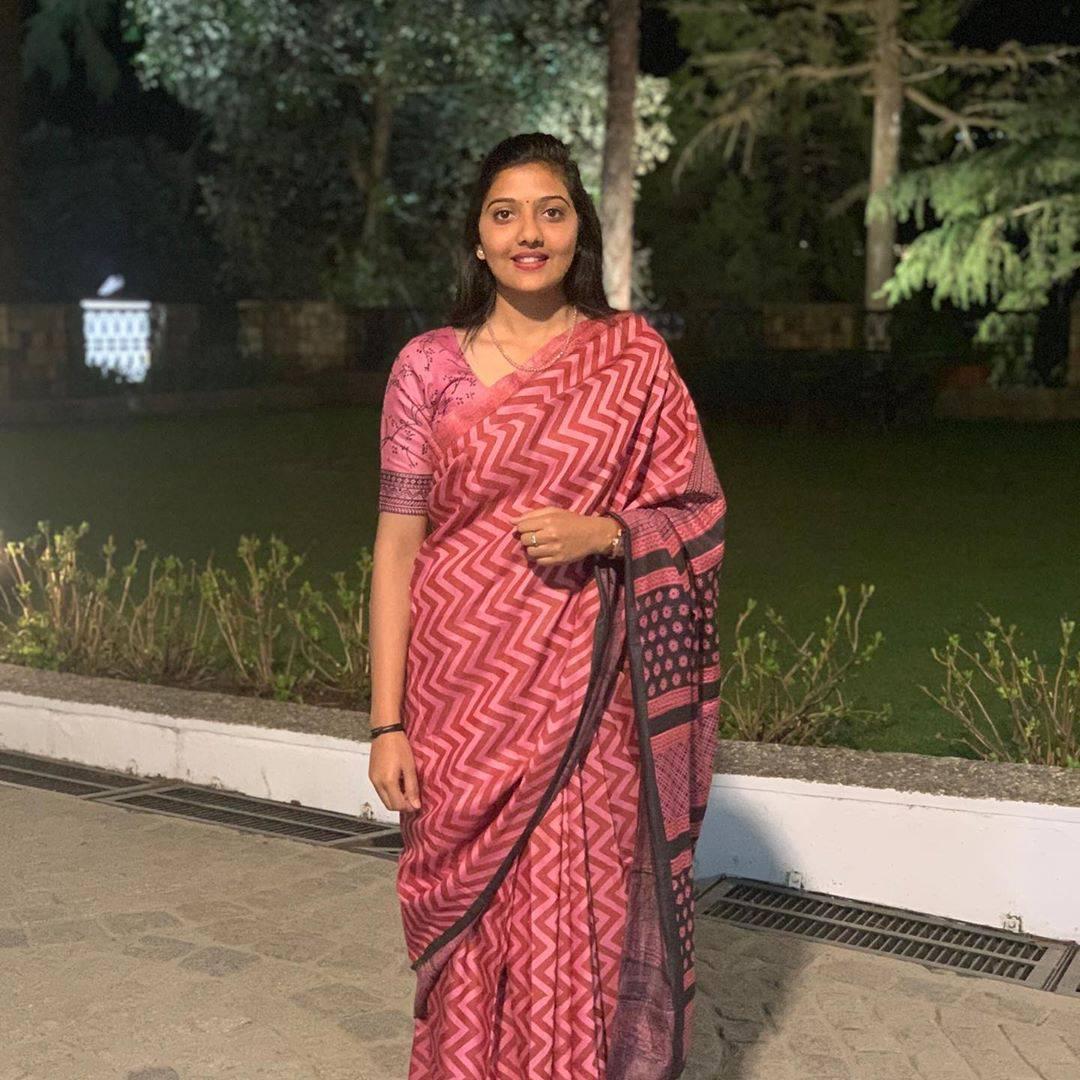srushti jayant deshmukh in saree