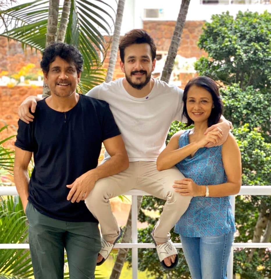 akhil akkineni with his father and mother