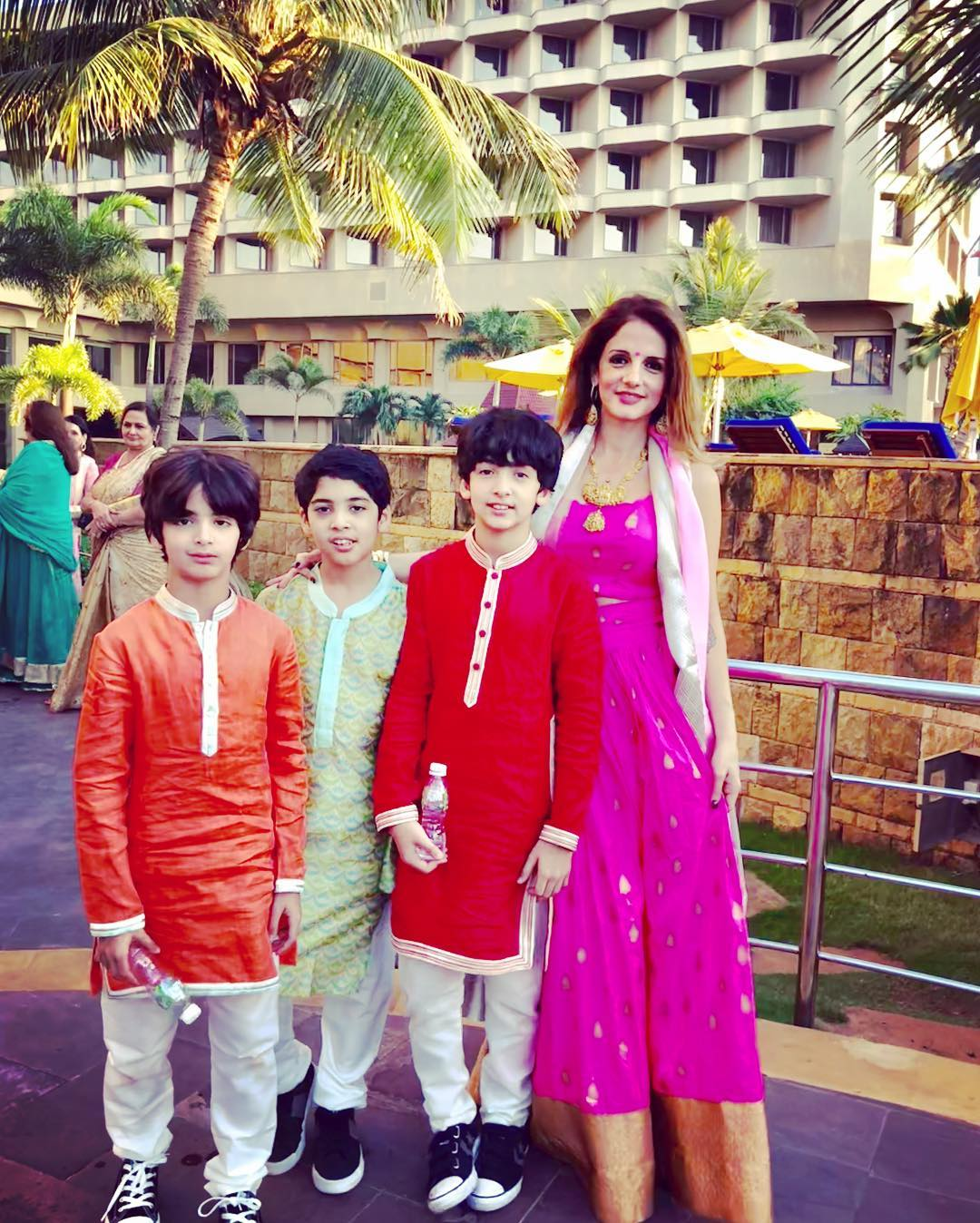 sussanne khan family photo
