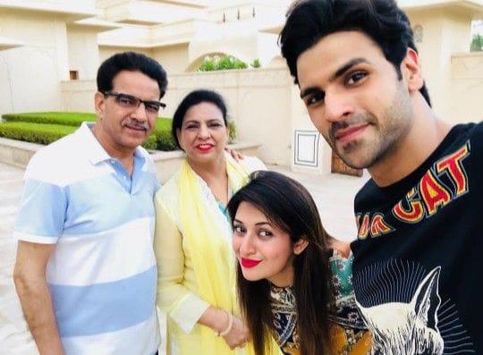 divyanka tripathi family