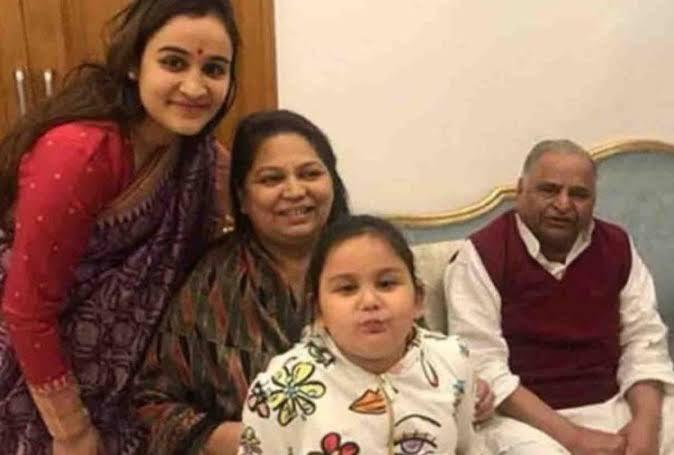 mulayam singh yadav family