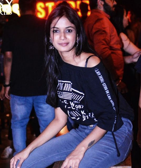 Ariyana Glory (Bigg Boss Telugu 4) Age, Wiki, Biography, Height, Boyfriend, Family, Biography, and More